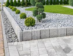 Kamień to materiał często wykorzystywany w ogrodzie.